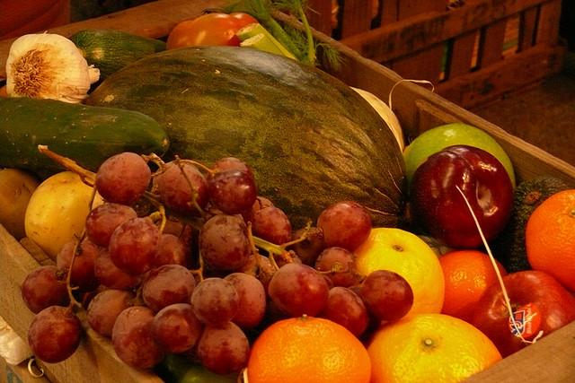 Espléndida caja de frutas naturales