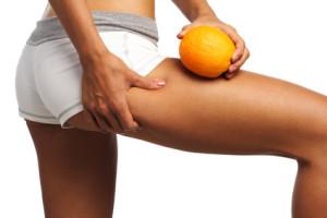 pefecto glúteo femenino comparado con la piel de una naranja